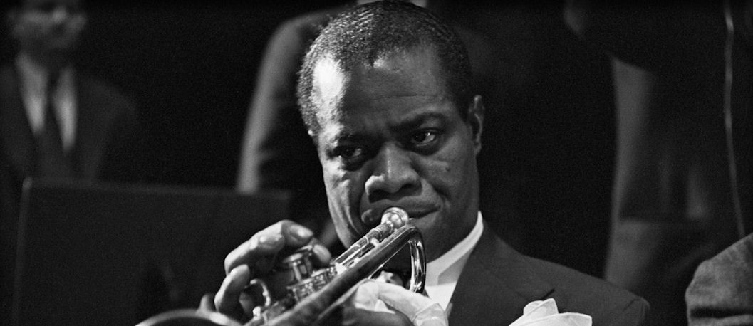 a biography of louis armstrong who blasted swing and jazz into the music world With louis armstrong's death, jazz had lost serving as an international ambassador of swing his profound impact on the music of the 20th world biography.