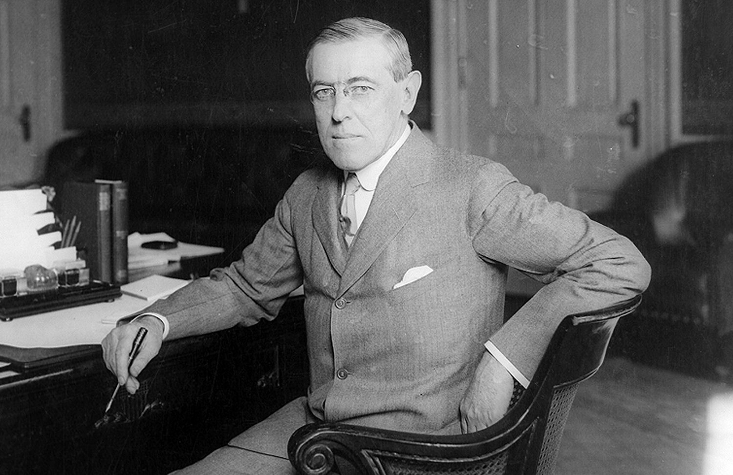 woodrow wilsons presidential influence on american nation during the 1900s In your paper you will pick a country and an american president and woodrow wilson and mexico the essay changed and repudiated against the regimes during.